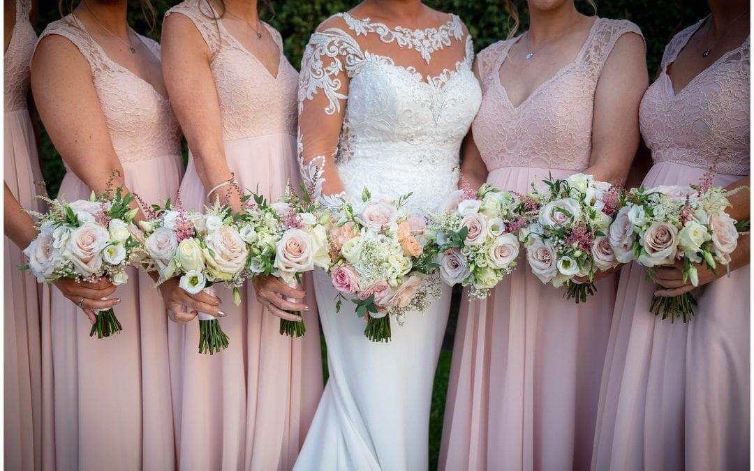 Choosing your wedding flowers //
